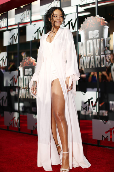 Rihanna+2014+MTV+Movie+Awards+Red+Carpet+_qCLQqkLU_Tl