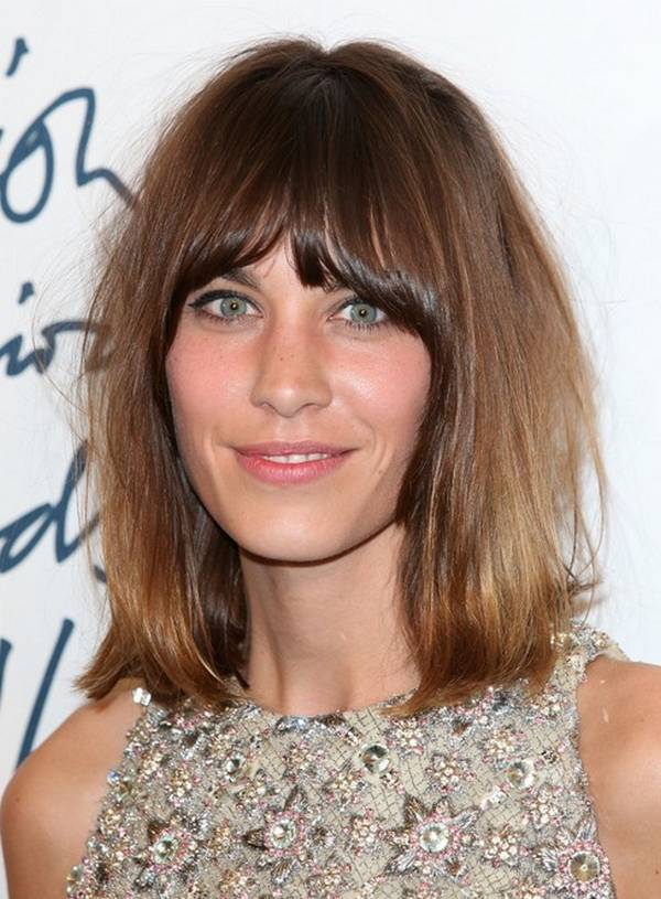 Alexa-Chung-Hairstyles-Brown-Medium-Straight-Haircut