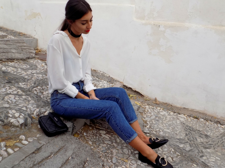 basic-outfit-mom-jeans-mocasines-mango