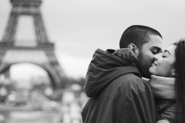 torre-eiffel-pareja-paris-love